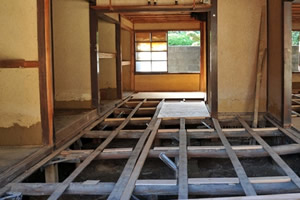 4.屋根・内装・畳・窓ガラスなどを撤去